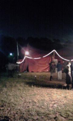 紅テント_a0132151_22572053.jpg