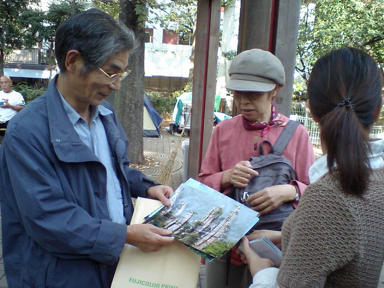 第111回漢語角開催写真 岡崎さんが湖南張家界の風景写真を参加者に見せる_d0027795_14264198.jpg