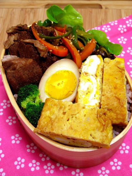 煮玉子のお弁当と息子の作った玉子焼き_b0171098_7111513.jpg