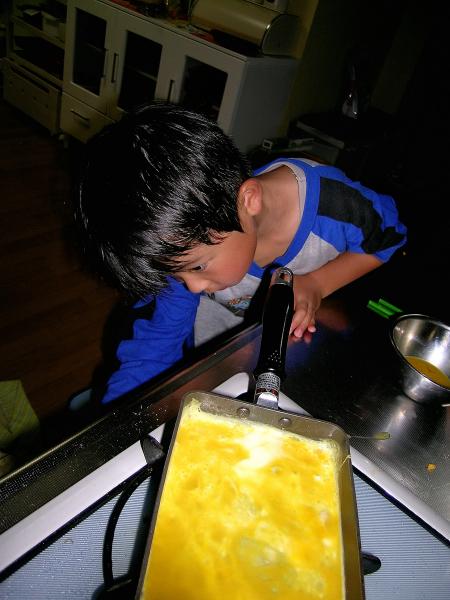 煮玉子のお弁当と息子の作った玉子焼き_b0171098_73481.jpg
