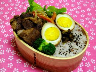 煮玉子のお弁当と息子の作った玉子焼き_b0171098_7491693.jpg