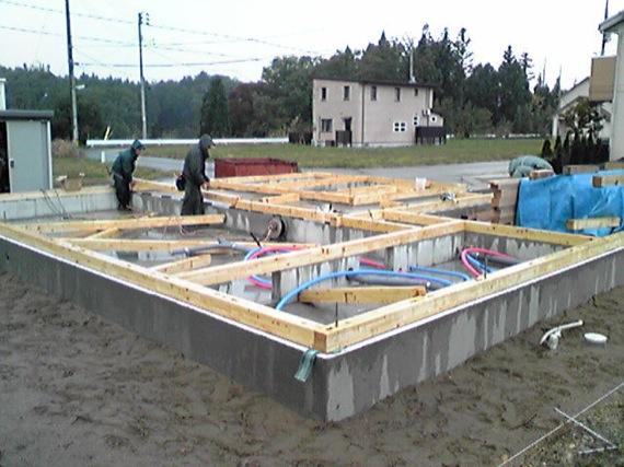 桜台の家:土台を敷き始める_e0054299_17493451.jpg
