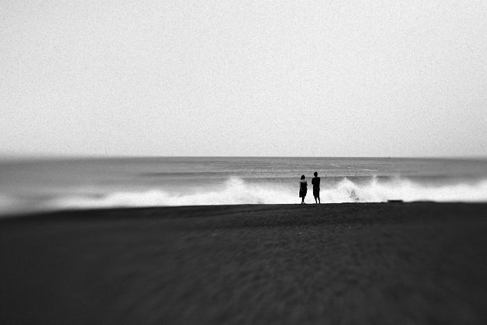 海岸の二人。。。_e0139093_20395456.jpg
