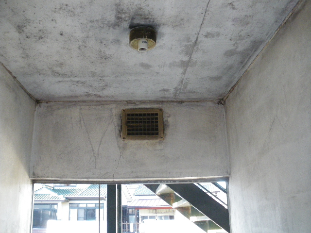 火災現場補修工事二日目です。_c0186441_19402265.jpg