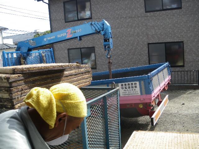火災現場補修工事二日目です。_c0186441_19462265.jpg