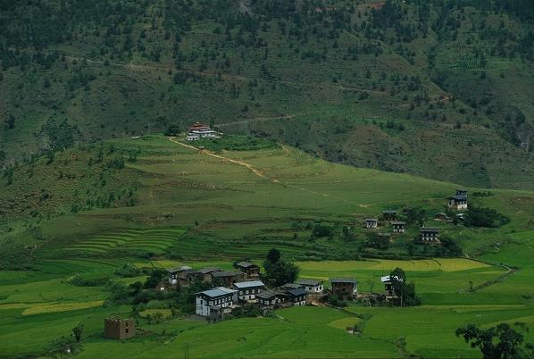 ブータンの農村_c0124100_171543.jpg