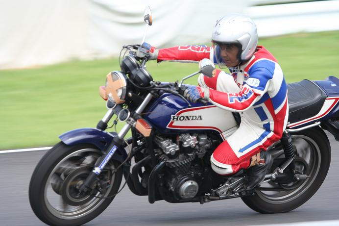 皆さんのバイクが最優先!ですやん!_f0056935_19401229.jpg