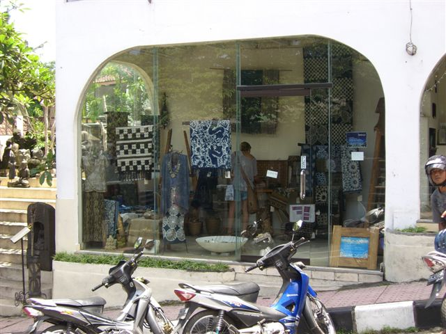 バリ島2009 - batik studio@Pejeng_a0057402_8483927.jpg