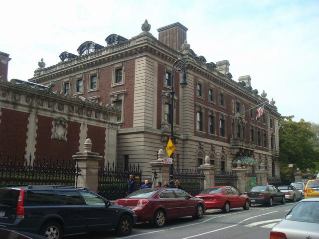 五番街は90丁目あたりもMuseumだらけ、_d0100880_2051771.jpg