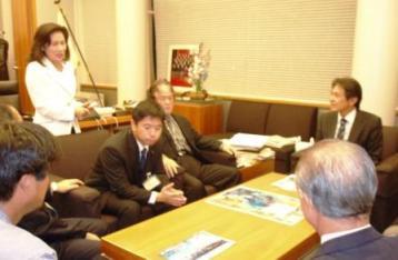 県民会議上京団が官邸に要請_f0150886_18403991.jpg