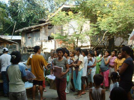 パンガシナンに救援物資を届けに行ってきました_b0128901_13375387.jpg