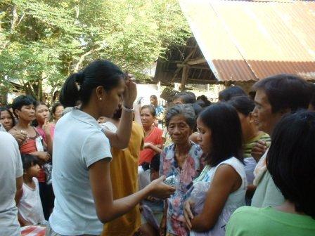 パンガシナンに救援物資を届けに行ってきました_b0128901_13381728.jpg