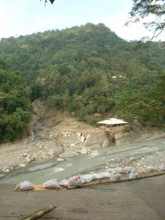 パンガシナンに救援物資を届けに行ってきました_b0128901_13511394.jpg