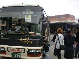 楽しいバス旅行です_c0146040_1592932.jpg