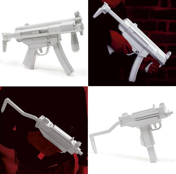 出版会社が製造した兵器である。_a0077842_10181389.jpg