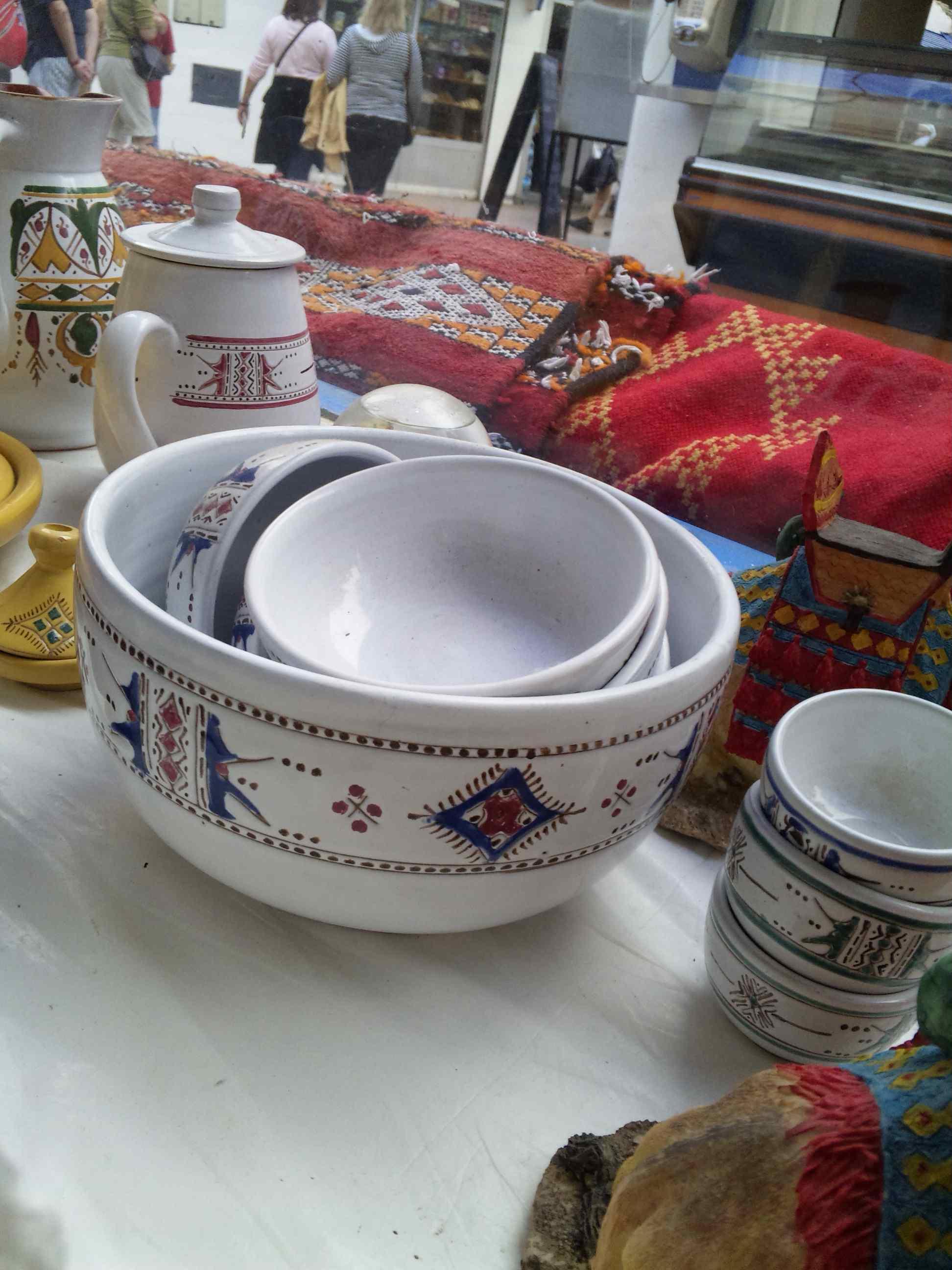 陶器やさんのウィンドウ_e0142956_2324898.jpg
