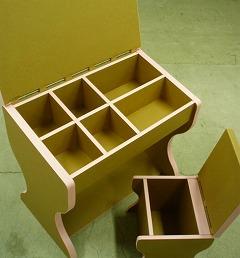 ダンボール製の学習机と椅子_e0189870_958080.jpg