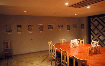 写真展会場とワンOKのレストラン席です_d0102523_18474568.jpg