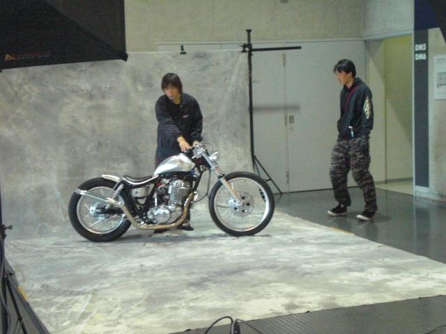 ★HOT ROD ショウ会場 前夜バイクちらみ!!ハードコア撮影_c0224744_16454145.jpg
