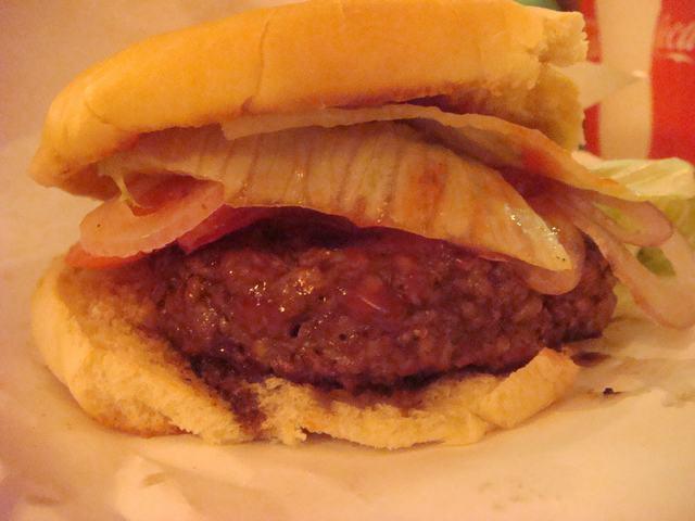 ミッドタウンで一番おいしいと言うハンバーガー屋_d0100880_1937159.jpg
