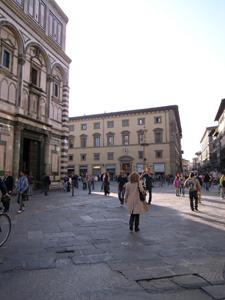 静かなフィレンツェ~ドゥオーモ前広場_f0106597_2145478.jpg