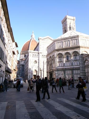 静かなフィレンツェ~ドゥオーモ前広場_f0106597_2301743.jpg