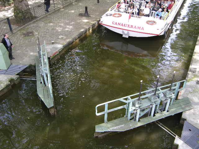 サン・マルタン運河というところ_f0189467_0565082.jpg