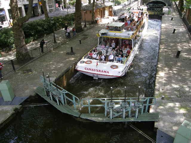 サン・マルタン運河というところ_f0189467_0582582.jpg