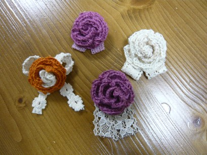 編みバラコサージュ