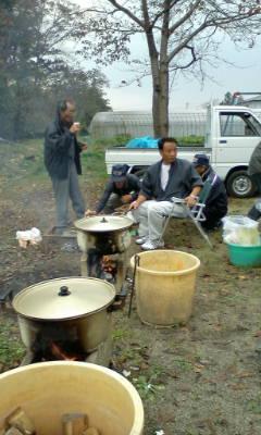暫くぶりの芋煮会です。_d0026905_17245564.jpg