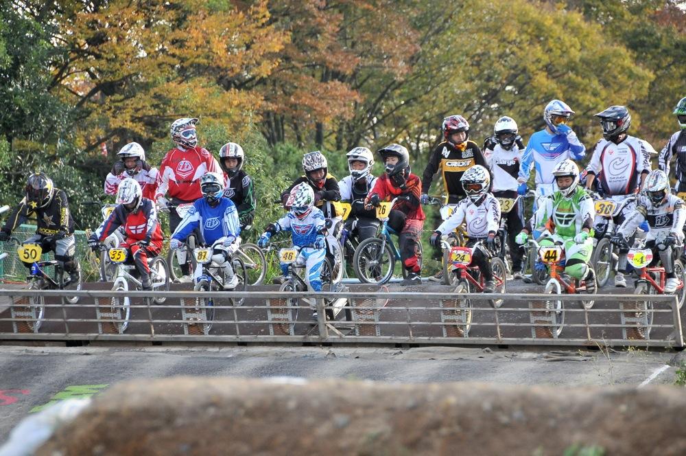 2009JBMXFジャパンシリーズ第4戦緑山VOL8:ボーイズ13−14、15−16才クラス決勝_b0065730_16162071.jpg