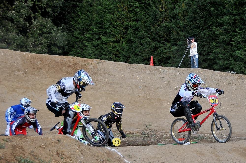 2009JBMXFジャパンシリーズ第4戦緑山VOL8:ボーイズ13−14、15−16才クラス決勝_b0065730_16183167.jpg
