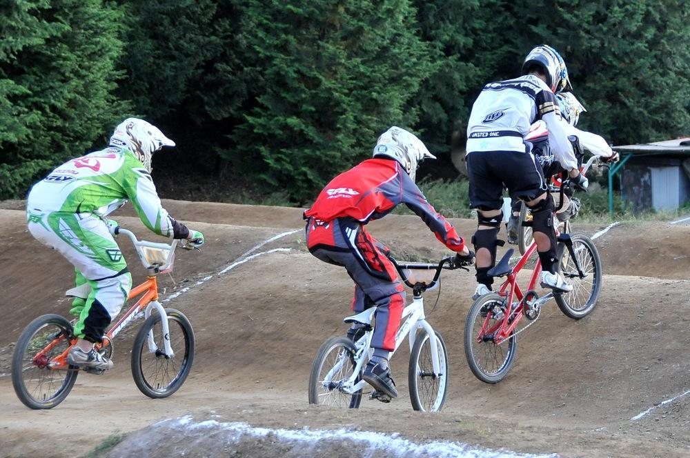 2009JBMXFジャパンシリーズ第4戦緑山VOL8:ボーイズ13−14、15−16才クラス決勝_b0065730_1618546.jpg