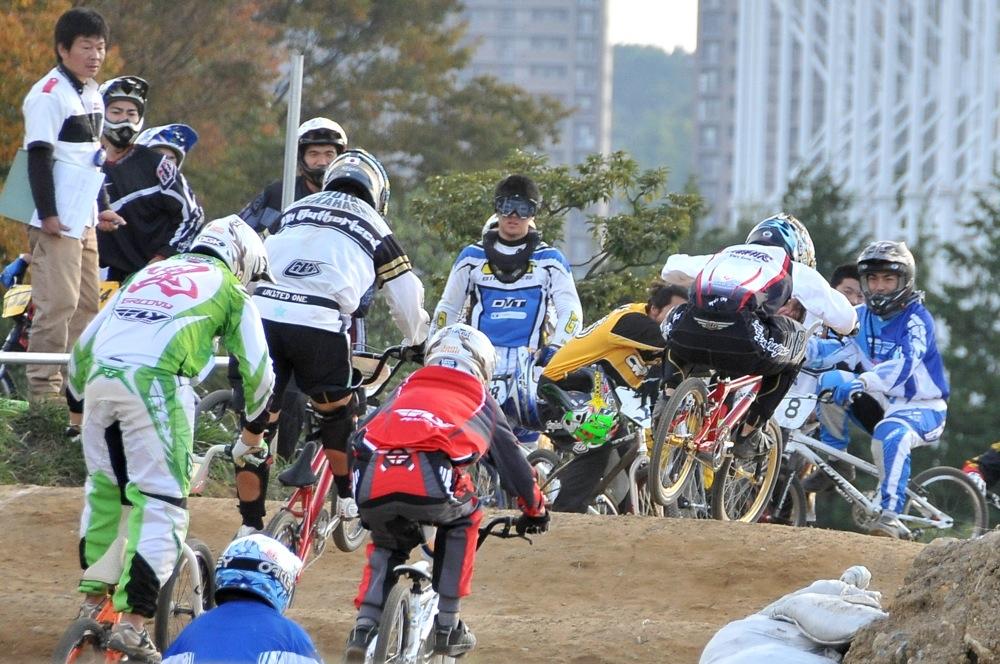 2009JBMXFジャパンシリーズ第4戦緑山VOL8:ボーイズ13−14、15−16才クラス決勝_b0065730_1619374.jpg