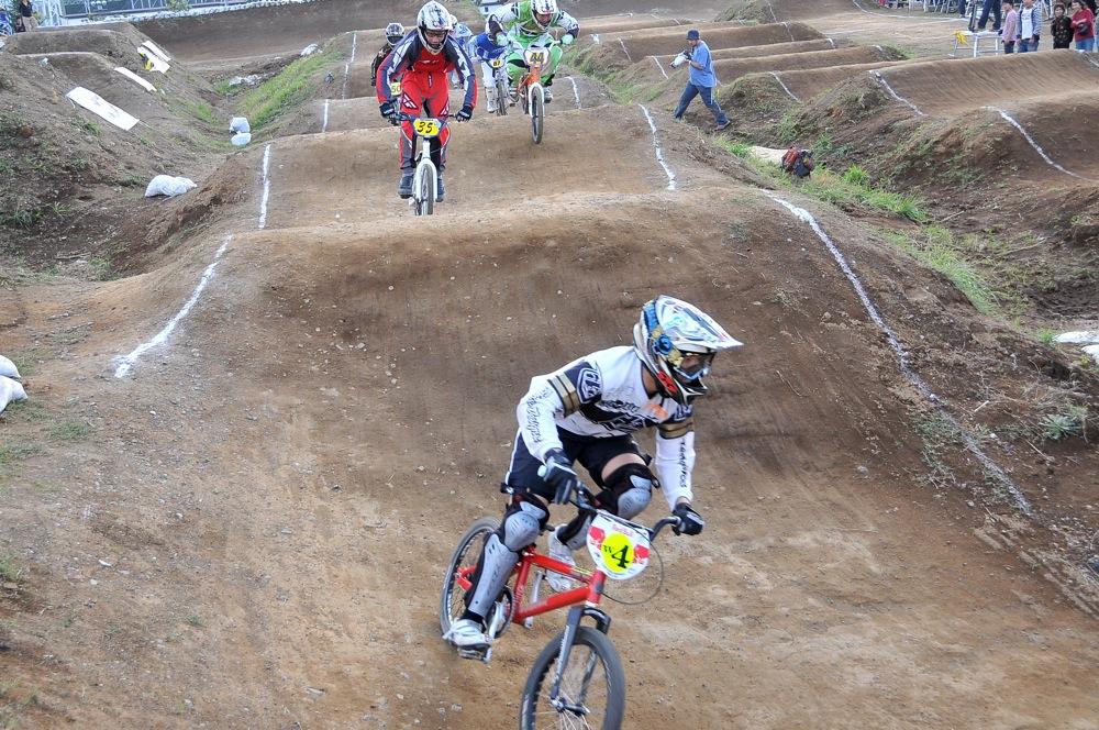 2009JBMXFジャパンシリーズ第4戦緑山VOL8:ボーイズ13−14、15−16才クラス決勝_b0065730_16195779.jpg