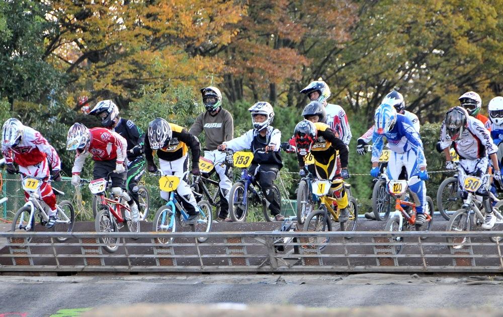 2009JBMXFジャパンシリーズ第4戦緑山VOL8:ボーイズ13−14、15−16才クラス決勝_b0065730_16225284.jpg