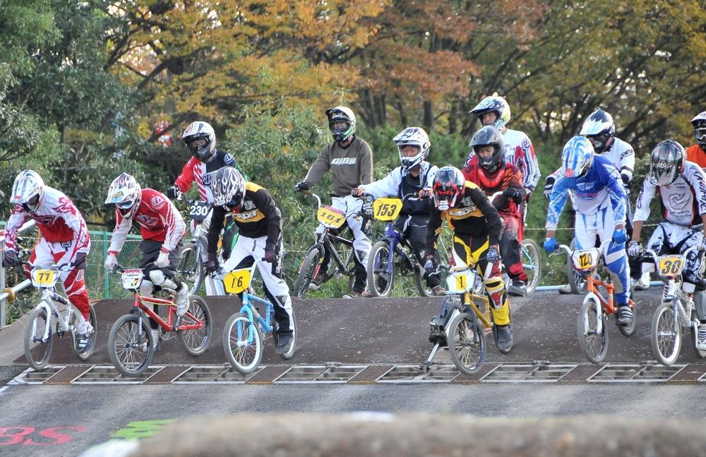 2009JBMXFジャパンシリーズ第4戦緑山VOL8:ボーイズ13−14、15−16才クラス決勝_b0065730_16231075.jpg
