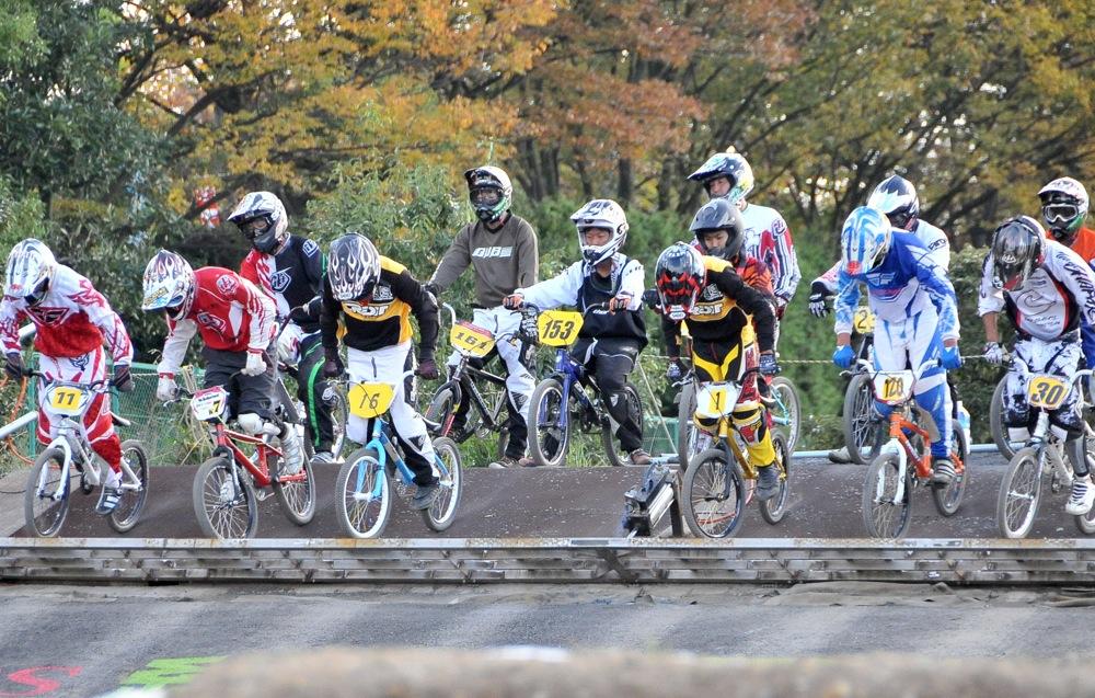 2009JBMXFジャパンシリーズ第4戦緑山VOL8:ボーイズ13−14、15−16才クラス決勝_b0065730_1623158.jpg