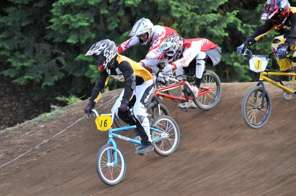2009JBMXFジャパンシリーズ第4戦緑山VOL8:ボーイズ13−14、15−16才クラス決勝_b0065730_16233997.jpg