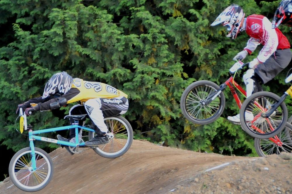 2009JBMXFジャパンシリーズ第4戦緑山VOL8:ボーイズ13−14、15−16才クラス決勝_b0065730_16242833.jpg