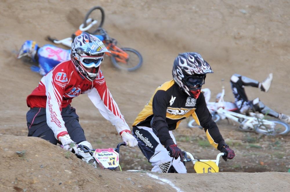 2009JBMXFジャパンシリーズ第4戦緑山VOL8:ボーイズ13−14、15−16才クラス決勝_b0065730_16253952.jpg