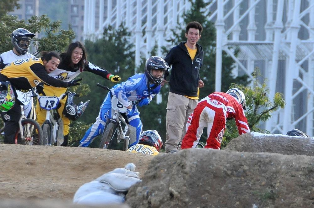 2009JBMXFジャパンシリーズ第4戦緑山VOL8:ボーイズ13−14、15−16才クラス決勝_b0065730_16283294.jpg