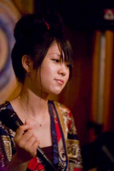 静岡の美人ジャズシンガ-   yotto_c0150383_19263113.jpg