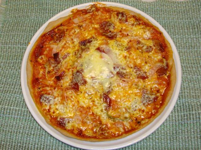 ピザはやっぱりミックスピザ!?_a0126590_0292085.jpg