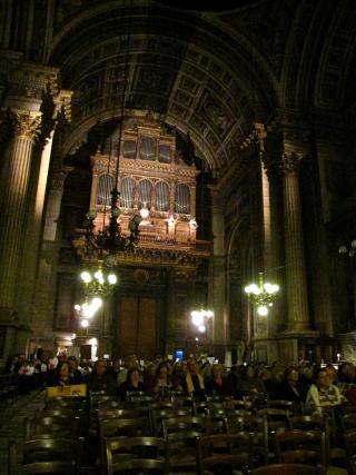 パリ「ユニクロ」店とマドレーヌ寺院コンサート_c0090198_6373288.jpg