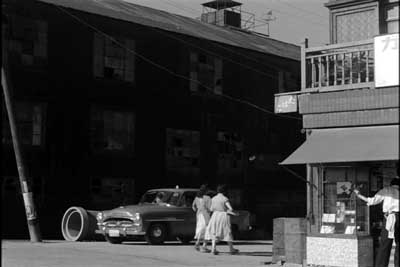 『乳母車』(石原裕次郎主演、田坂具隆監督、1956年日活映画)の美術 その4  _f0147840_2350068.jpg