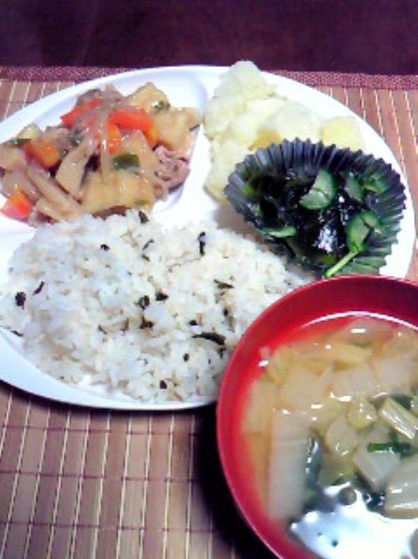 今日の給食と、11/11七五三法要へ向けて菊の花_b0188106_14361383.jpg
