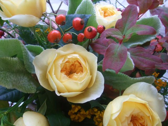 オークリーフ(黄色い薔薇のアレンジメント)_f0049672_13361030.jpg