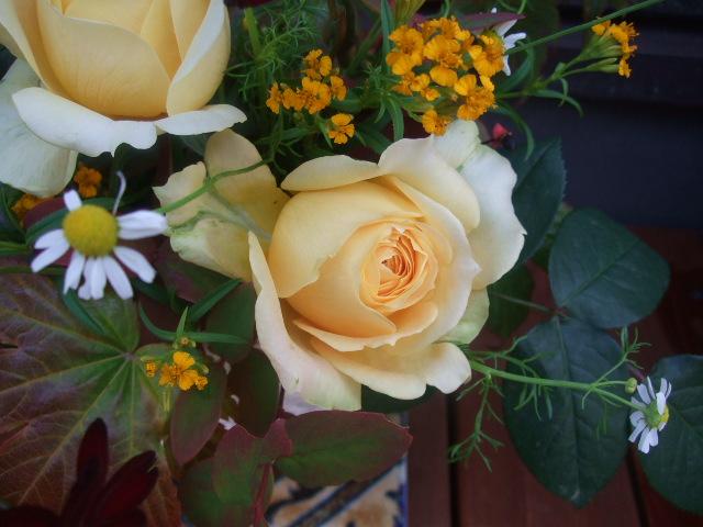 オークリーフ(黄色い薔薇のアレンジメント)_f0049672_1337912.jpg