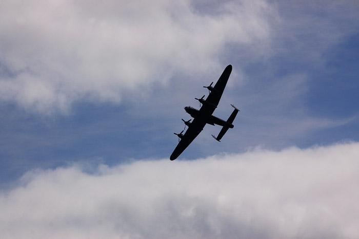 このLancaster RA474, 1942年から生産された7377機... 日本に来たかもし